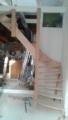 goedlopende trap in krappe behuizing, grenen