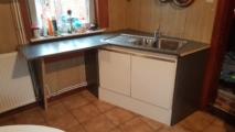 keukenblokje van nieuwe en oude materialen